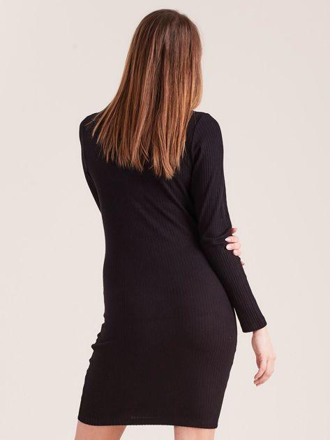Czarna sukienka w prążek z guzikami                              zdj.                              2