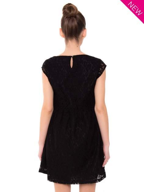 Czarna sukienka wieczorowa z koronką                                  zdj.                                  4