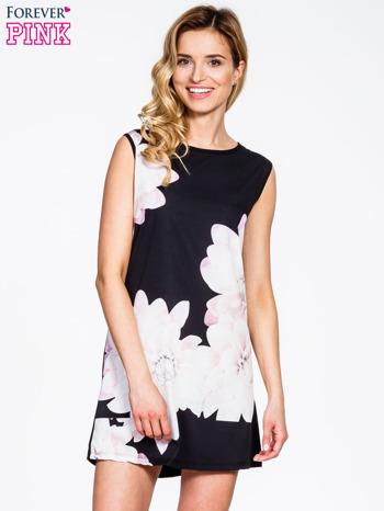 Czarna sukienka z dużym nadrukiem kwiatowym