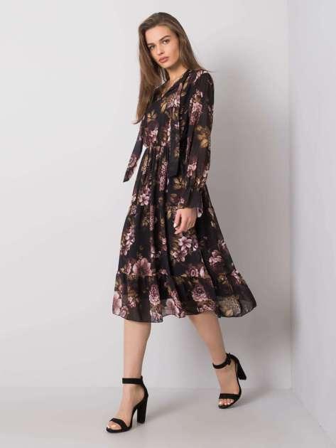 Czarna sukienka z falbaną Fern