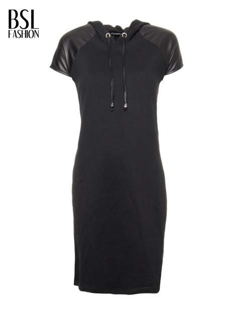 Czarna sukienka z kapturem z wstawkami ze skóry                                  zdj.                                  2