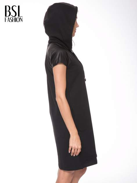 Czarna sukienka z kapturem z wstawkami ze skóry                                  zdj.                                  11