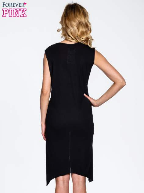 Czarna sukienka z kwiatowym nadrukiem i asymetrycznym dołem                                  zdj.                                  4