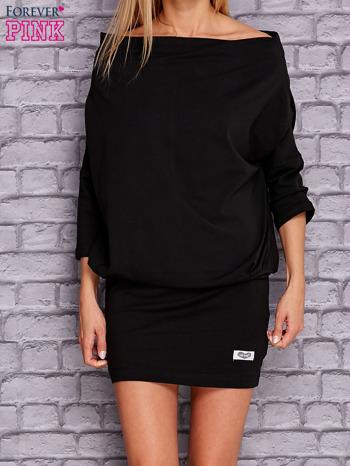Czarna sukienka z luźnym kołnierzem                                  zdj.                                  1
