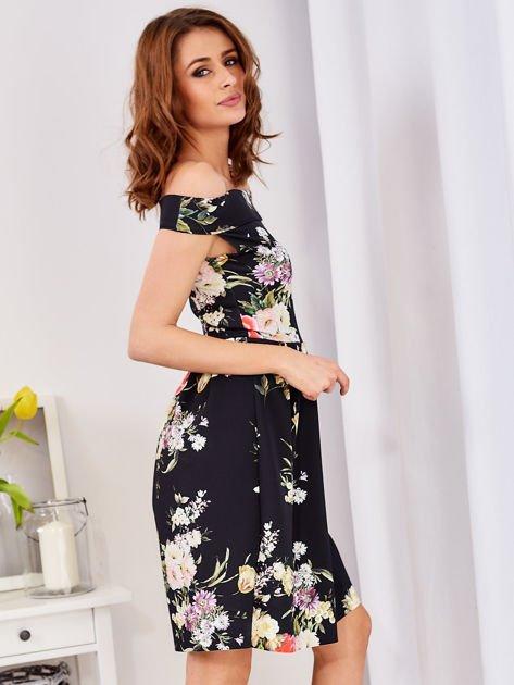 Czarna sukienka z motywem malowanych kwiatów                              zdj.                              5