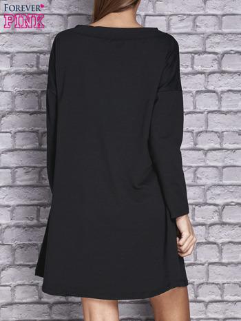 Czarna sukienka z napisem LITTLE BLACK DRESS                                  zdj.                                  4