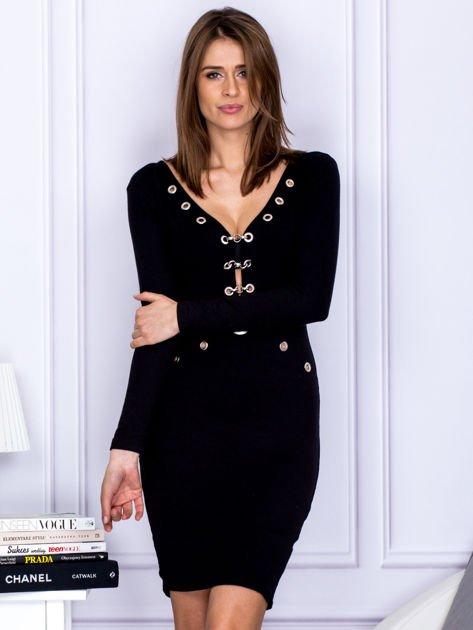 Czarna sukienka z ozdobnymi kółeczkami                                  zdj.                                  1