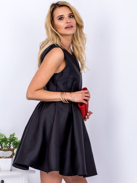 Czarna sukienka z perłowym połyskiem i kokardą                              zdj.                              5