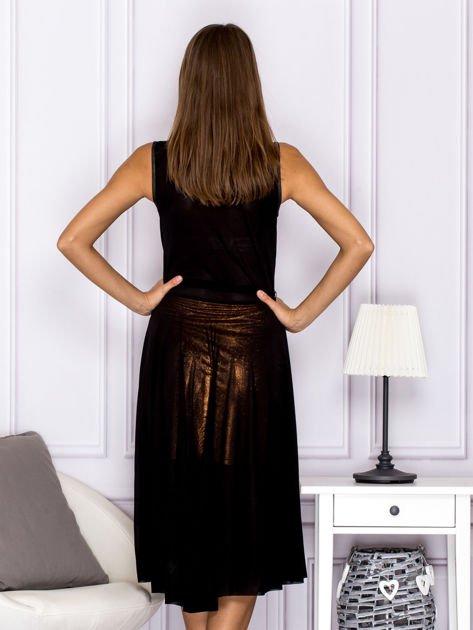 Czarna sukienka z rozkloszowanym dołem                                  zdj.                                  2