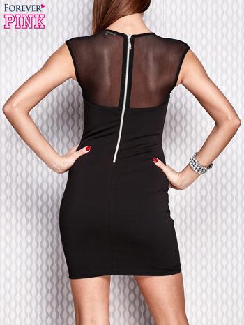 Czarna sukienka z siateczkowym dekoltem i aplikacją                                  zdj.                                  4