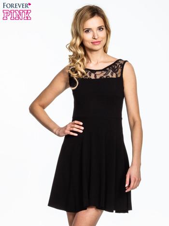 Czarna sukienka z tiulowym wykończeniem                                  zdj.                                  1