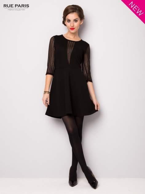 Czarna sukienka z transparentnym głębokim dekoltem                                  zdj.                                  2