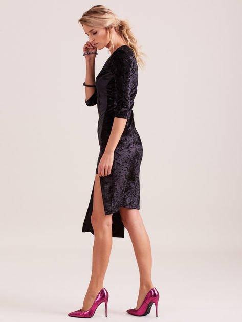 Czarna sukienka z welwetu z rozcięciem                                  zdj.                                  2