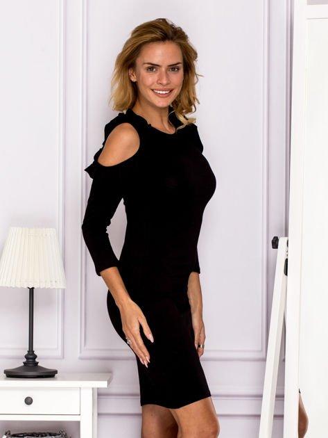 Czarna sukienka z wycięciami na ramionach                              zdj.                              3