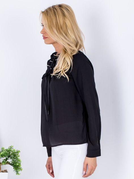 Czarna szyfonowa bluzka z wiązaniem i perełkami                              zdj.                              5