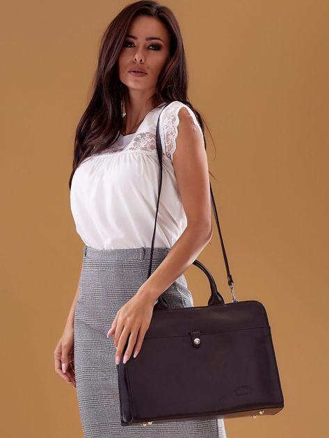 Czarna torba damska ze skóry w miejskim stylu                              zdj.                              6