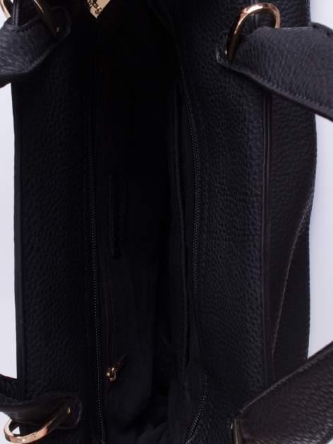 Czarna torba do ręki z klamerką                                  zdj.                                  4
