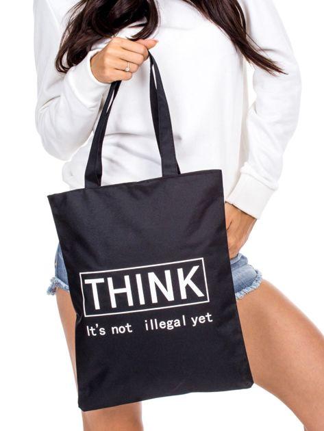 Czarna torba materiałowa z tekstowym nadrukiem