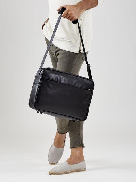Czarna torba męska ze skóry ekologicznej z nadrukiem                              zdj.                              5