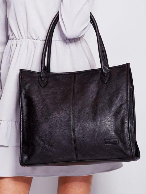 Czarna torba na ramię w miejskim stylu                                  zdj.                                  3