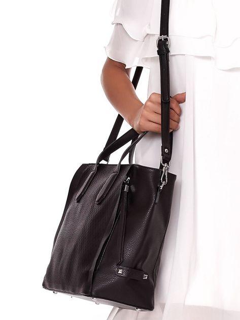 Czarna torba shopper z ażurowaniem i odpinanym paskiem                              zdj.                              5