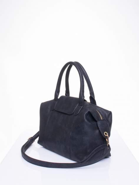 Czarna torba z klapką i odpinanym paskiem                                  zdj.                                  2