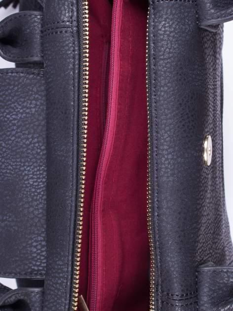 Czarna torba z klapką i odpinanym paskiem                                  zdj.                                  4