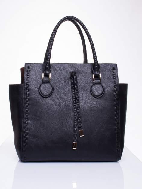Czarna torba z ozdobnymi skórzanymi troczkami                                  zdj.                                  2