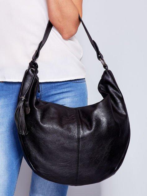 Czarna torba z przywieszką                                  zdj.                                  2