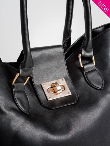 Czarna torebka city bag z zatrzaskiem                                  zdj.                                  2