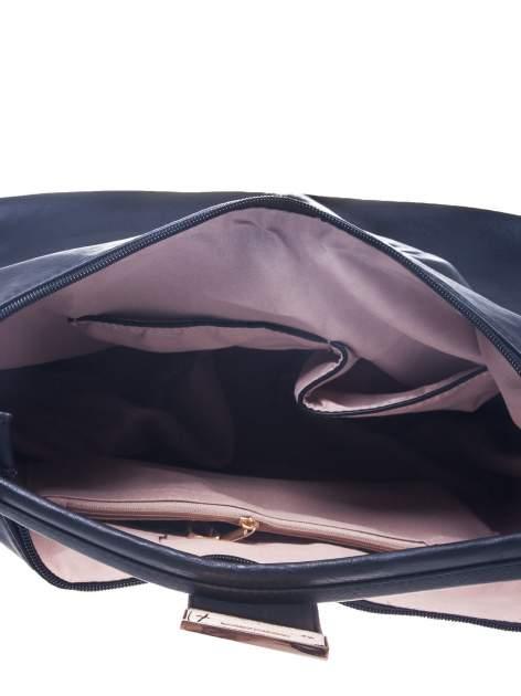Czarna torebka hobo z zapięciem                                  zdj.                                  2