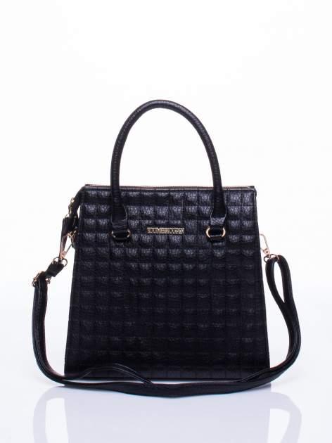 Czarna torebka kuferek z pikowaniem