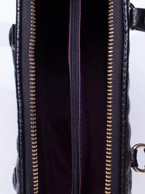 Czarna torebka kuferek z pikowaniem                                  zdj.                                  4