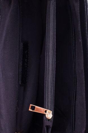 Czarna torebka kuferek ze złotym łańcuszkiem                                  zdj.                                  4