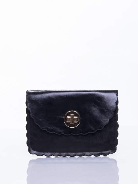 Czarna torebka listonoszka z falowanym wykończeniem                                  zdj.                                  1