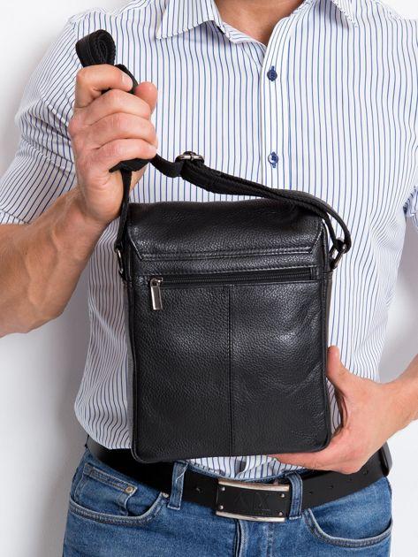 Czarna torebka męska z klapką                              zdj.                              5