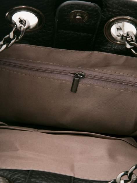 Czarna torebka typu worek na łańcuszku                                  zdj.                                  5