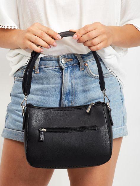 Czarna torebka z ażurową kieszenią                              zdj.                              4