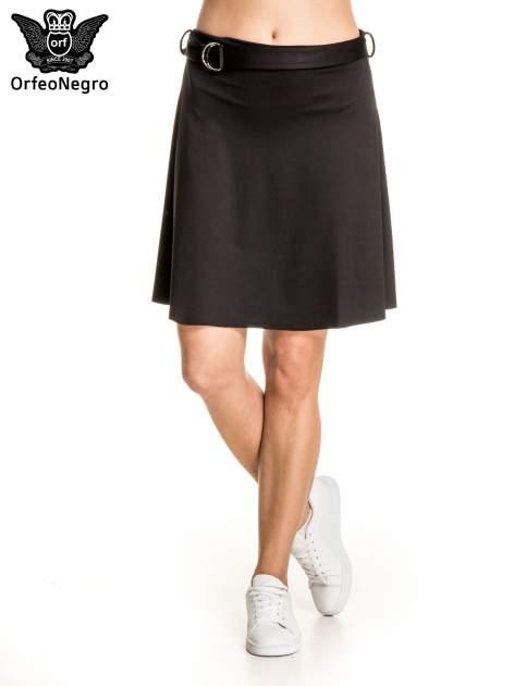 Czarna trapezowa spódnica z paskiem z klamrą                                  zdj.                                  1