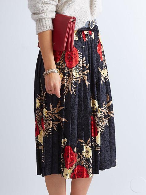 Czarna welurowa plisowana spódnica w kwiaty                              zdj.                              9