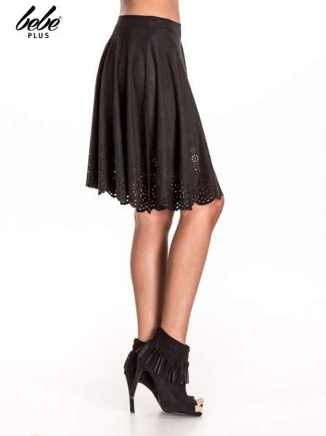 Czarna zamszowa spódnica w stylu boho                                  zdj.                                  3