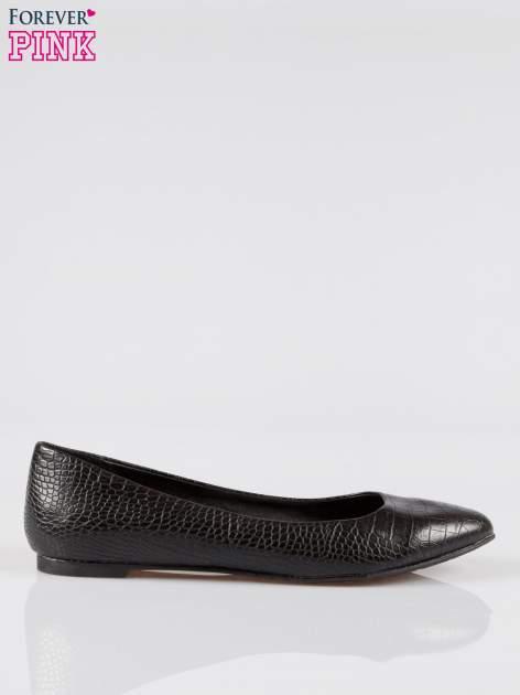Czarne baleriny crocodile skin ze smukłym noskiem                                  zdj.                                  1