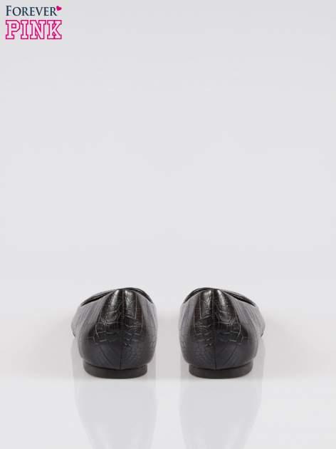 Czarne baleriny crocodile skin ze smukłym noskiem                                  zdj.                                  3