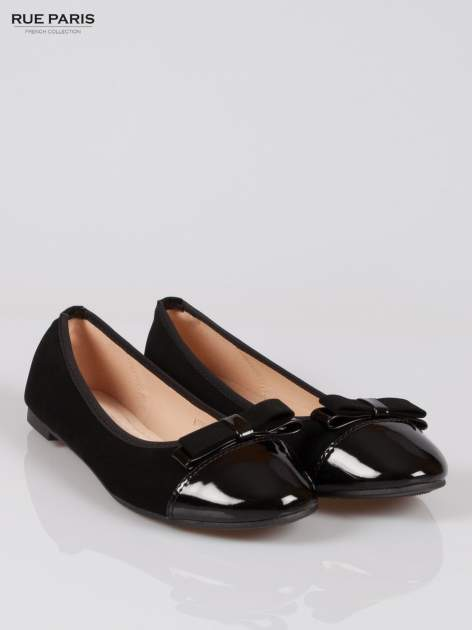 Czarne baleriny faux leather z lakierowanym noskiem i kokardą                                  zdj.                                  2