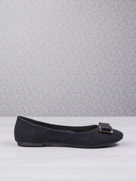Czarne baleriny faux leather z metalową kokardką                                  zdj.                                  2