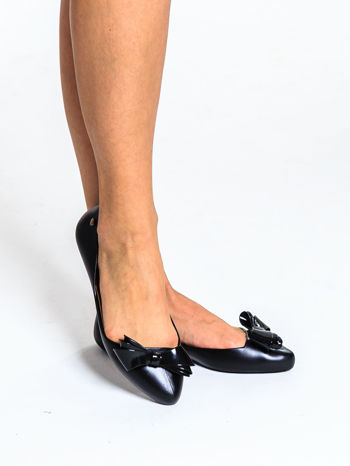 Czarne baleriny gumowe z kokardą