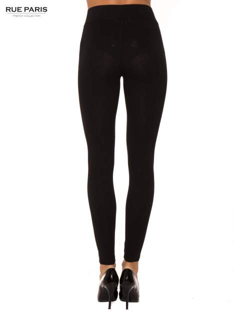 Czarne bawełniane legginsy z kontrastowym pasem wzdłuż nogawki                                  zdj.                                  2