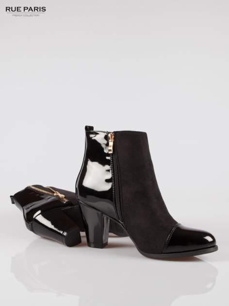 Czarne botki na obcasie z lakierowanym noskiem i zapiętkiem                                  zdj.                                  4