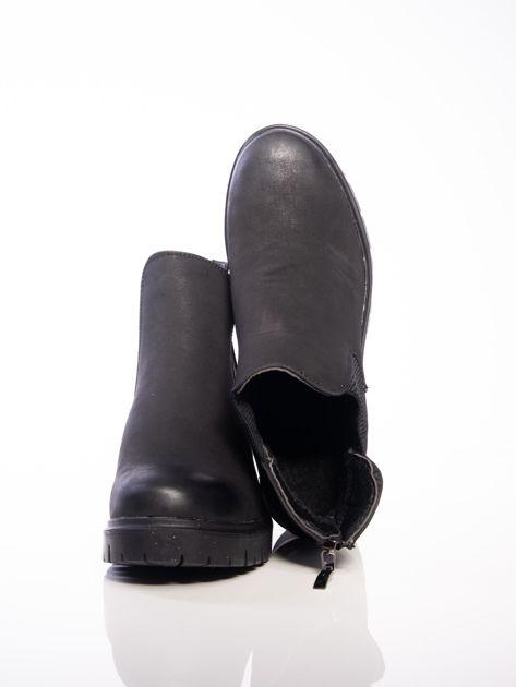 Czarne botki z suwakiem na tyle cholewki                              zdj.                              5