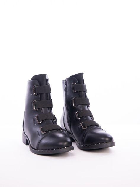 Czarne botki za kostkę z gumkami na przodzie                               zdj.                              4